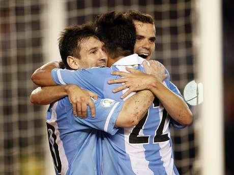 Messi comandou Argentina em vitória tranquila na sexta