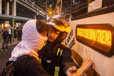 <p>Durante o protesto, houve tumulto entre os manifestantes, a polícia e motoristas</p>