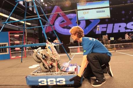 Mais de 300 mil estudantes participam da competição, dividida em diversas etapas regionais e parte integrante de um projeto da Nasa para robótica