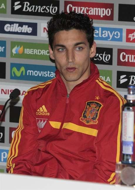 <p>Jesús Navas, durante una rueda de prensa con la selección española</p>