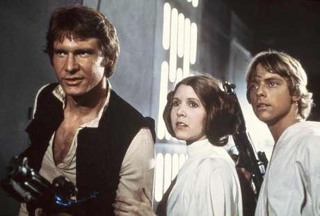 """Harrison Ford, Carrie Fisher, y Mark Hamill en una escena de """"La Guerra de las Galaxias"""" en una imagen publicitaria de 1977  proporcionada por 20th Century-Fox Film Corporation."""