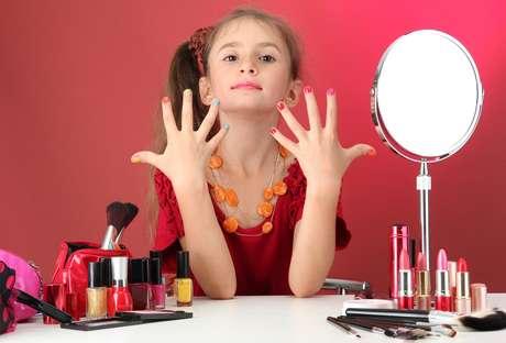 O uso de esmaltes desde a infância aumenta as chances de ter alergia ao produto no futuro