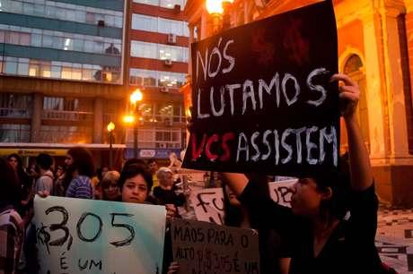 <p>Grupo vai protestar novamente em frente &agrave; prefeitura contra o aumento da passagem de &ocirc;nibus na capital ga&uacute;cha</p>