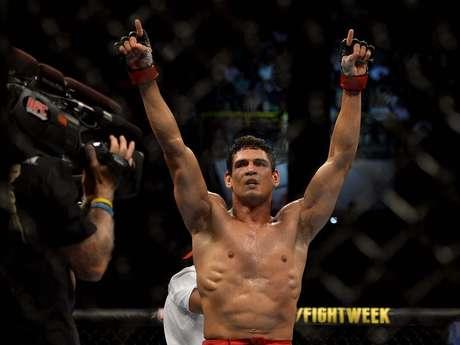 <p><strong>EM ALTA NO UFC<br />Cezar Mutante</strong> foi o campeão dos pesos médios no 1ºTUF, mas sofreu com lesões e demorou um ano para voltar a lutar. Quando se recuperou, teve vitórias contra Thiago Santos e Daniel Sarafian no UFC. Enfrentará CB Dollaway no UFC Natal, neste mês</p>