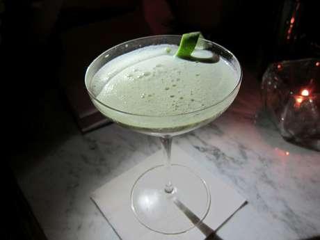<p>O&nbsp;Sur la Mer, do bar Pour Vous, de Los Angeles, ajuda no controle da press&atilde;o baixa por ter alga&nbsp;E3Live em sua composi&ccedil;&atilde;o&nbsp;</p>