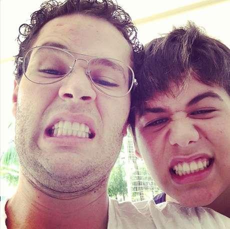 Pedro Leonardo postou foto com o irmão José Felipe, de 15 anos