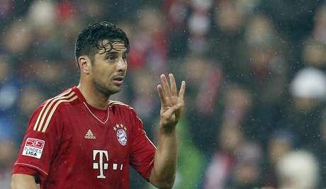 <p>Com quatro de Claudio Pizarro, time bávaro aplicou goleada histórica e manteve vantagem de 20 pontos sobre Borussia</p>