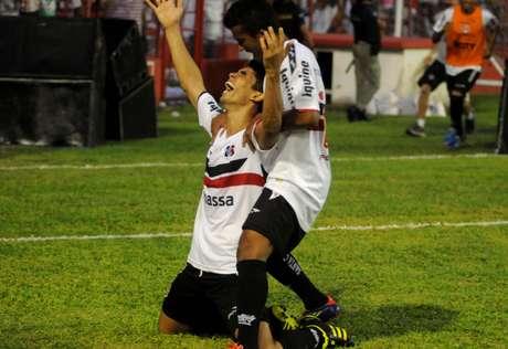 <p>Natan e Dênis Marques marcaram os gols da vitória sobre o Náutico no Estádio dos Aflitos</p>