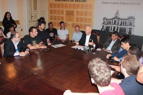 Fortunati se reuniu com estudantes para discutir o valor da tarifa do transporte coletivo em Porto Alegre
