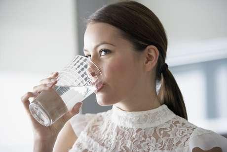 <p>Para evitar a prisão de ventre, o indicado é beber 2 litros de água por dia</p>
