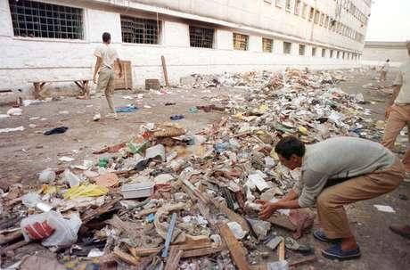 Dias depois do massacre, o lixo continuava espalhado pela Casa de Detenção