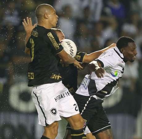 <p>Zagueiro Dória pode deixarBotafogo e se transferir ao Cruzeiro</p>