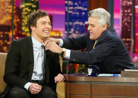 O comediante Jimmy Fallon é entrevistado por Jay Leno no talk show, que assumirá em 2014