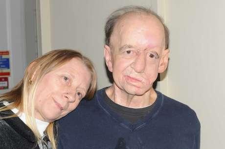 Eric Moger e a esposa, Karen Hunger, vão se casar