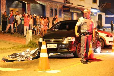 Um criminoso acabou morrendo após o confronto
