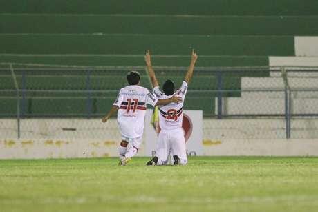 Em Juazeiro do Norte (CE), Santa Cruz venceu o Guarany por 2 a 1 e abriu boa vantagem para o jogo de volta