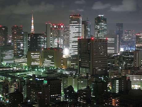 <p>De acuerdo a varios sitios de internet, <strong>TOKIO, Japón</strong>, encabeza la lista con una población de 37, 126, 000 habitantes, siendo la mayor aglomeración urbana del mundo.</p>