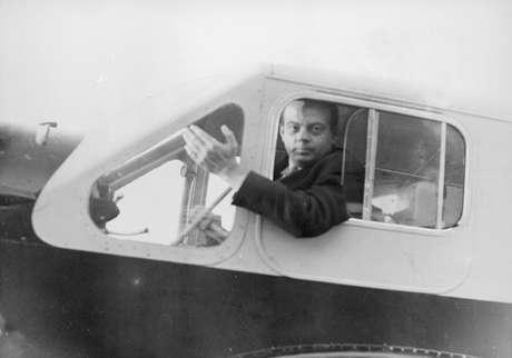Assim como um dos personagens do livro, Exupéry era piloto de avião