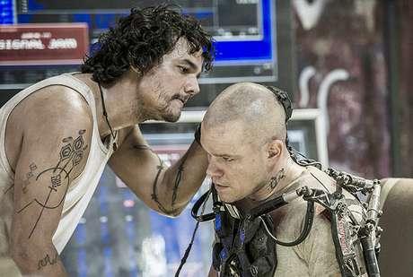 <p>Wagner Moura e Matt Damon em cena de 'Elysium'</p>