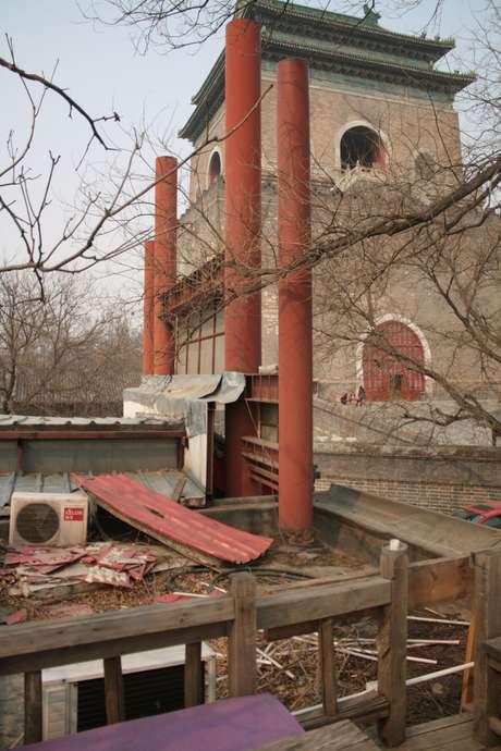Depois de ter sido vetado, o projeto foi retomado no início de 2013 com a chegada de tratores e máquinas de demolição