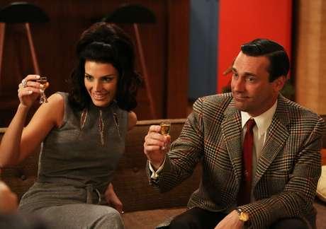 Relação entre Don Draper e Megan mudou durante o fim da 5ª temporada de 'Mad Men'