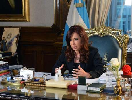 Cristina Kirchner anunciou medidas de ajuda em cadeia nacional na noite desta sexta-feira