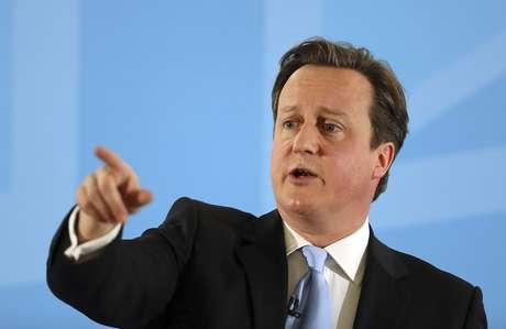 """""""Dizemos a todas as pessoas que trabalham duro em nosso país: estamos a seu lado"""", disse o primeiro-ministro da Grã-Bretanha, David Cameron"""