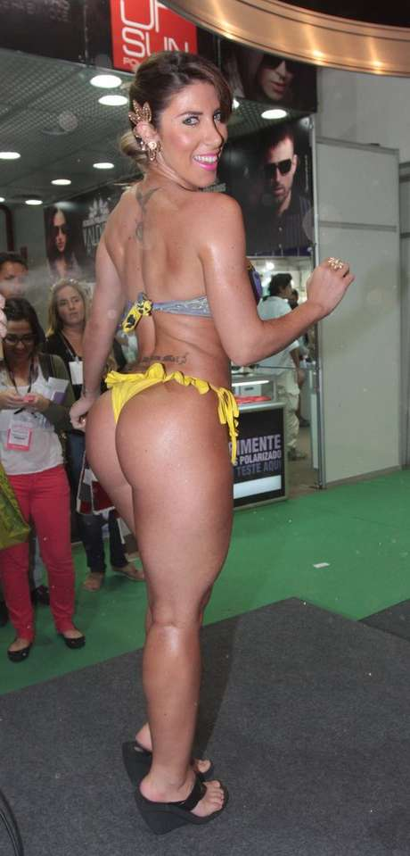 <p>Tati Minerato foi à Hair Brasil neste domingo (07)</p>