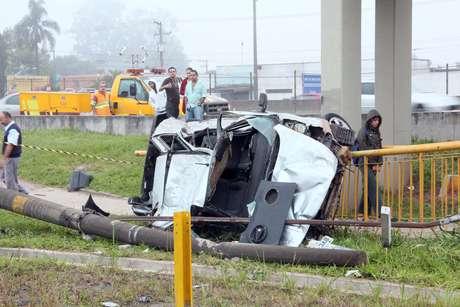 Quatro pessoas morreram e uma ficou gravemente ferida no acidente na Presidente Dutra