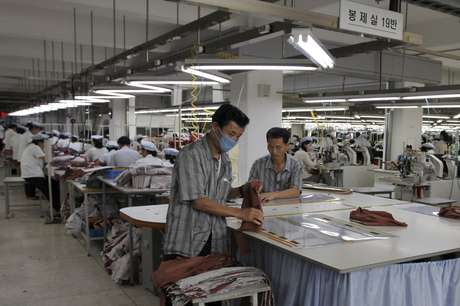 <p>Unos 54 mil empleados norcoreanos fabrican productos para 123 empresas surcoreanas en el complejo industrial de Kaesong.</p>