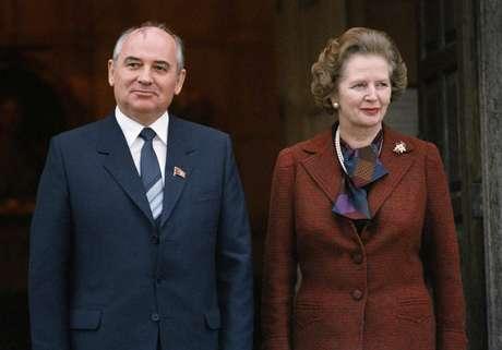 Thatcher e o líder do Partido Comunista russo Mikhail S. Gorbachev, em 15 de dezembro de 1984, em Londres
