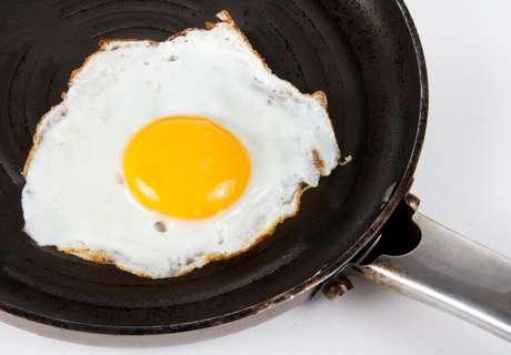 <p>Proteína do ovo frito a altas temperaturas mostrou uma capacidade maior para reduzir a pressão sanguínea que os ovos fervidos a 100 graus Celsius</p>