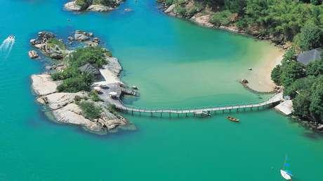 <p><strong>Resort Ponta dos Ganchos</strong><br />Situado num dos trechos mais bonitos do litoral sul do Brasil, o resort Ponta dos Ganchos tem 25 bangalôs sofisticados</p>