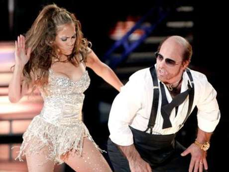 """<p>Jennifer López dejó huella en los MTV MovieAwards 2010, al bailar y darle nalgadas a Tom Cruice, quien se disfrazó comoel productor grotesco que encarnóenla comedia """"¡Una guerra muy perra!"""".</p>"""
