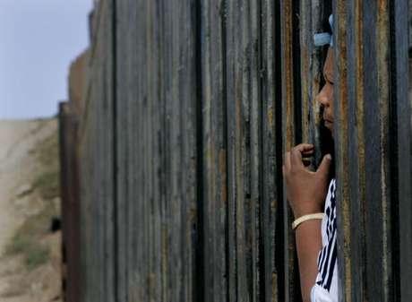 <p>En este segmento, donde está el paso fronterizo más transitado del mundo -el de San Ysidro-, hace sólo 20 años los inmigrantes pasaban con toda facilidad: unos distraían a los patrulleros mientras otros cruzaban a sus espaldas.</p>