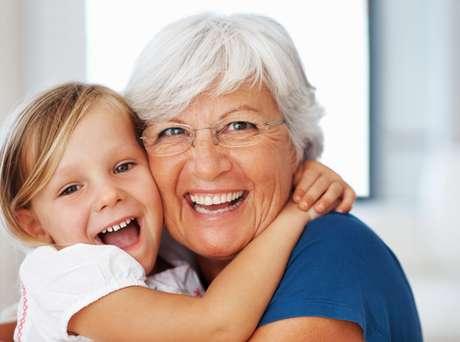 O cuidado oral desde a infância pode garantir que uma pessoa preserve seus dentes durante toda a vida, inclusive na terceira idade