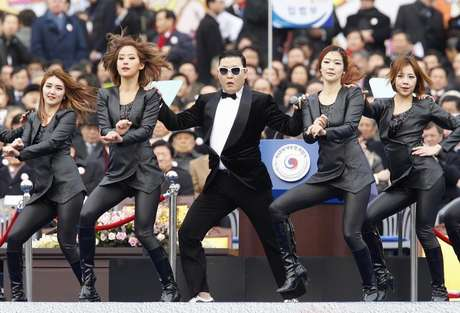 Singer Psy (C) performs during the inauguration of South Korea's President Park Geun-hye (not pictured) at the parliament in Seoul February 25, 2013.
