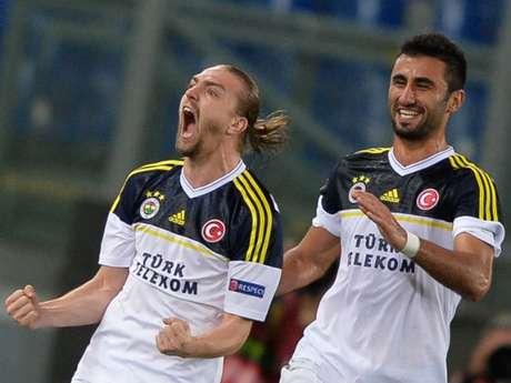 El Fenerbahçe contuvo el ataque de la Lazio y se clasificó por primera vez para las semifinales de una competición europea.