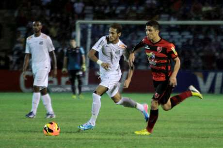 <p>Neymar foi acusado de ter agido com preconceito em partida pela Copa do Brasil</p>