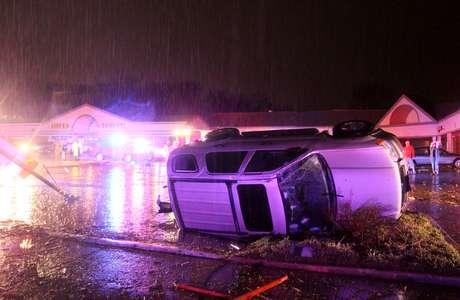 <p>El tiempo más violento ocurrió cerca del suburbio de Hazelwood, en San Luis, a última hora de la noche del miércoles. El diario St. Louis Post-Dispatch reportó la madrugada de este jueves que en el área resultaron dañados automóviles y casas. No hubo reportes inmediato de lesionados graves.</p>