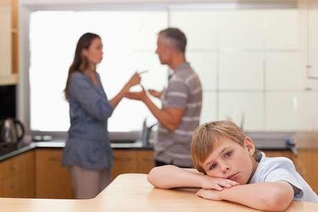 Para especialistas, os filhos devem ser mantidos fora de conflitos entre os pais
