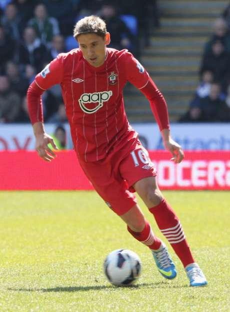 <p>Gastón Ramírez nació el 2 de diciembre de 1990, en Fray Bentos, Uruguay; es un delantero uruguayo que actualmente juega en el Southampton.</p>