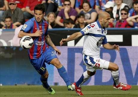 La afición recibe al Deportivo en el aeropuerto tras el 0-4 al Levante