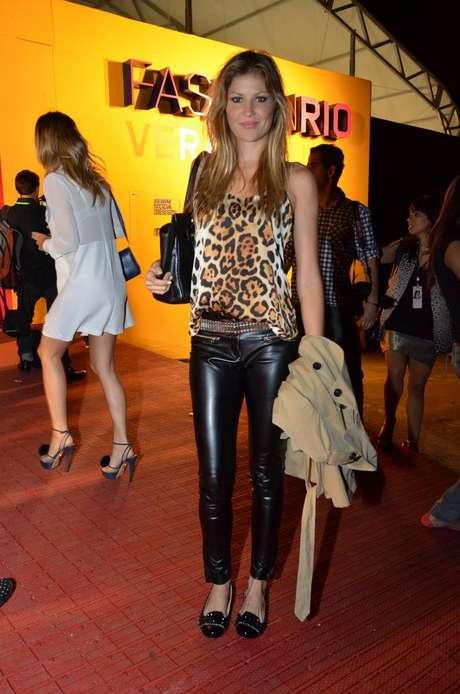 <p>Modelo e apresentadora de televisão Ellen Jabour posa para foto na entrada do Fashion Rio, na Marina da Glória, no Rio de Janeiro</p>