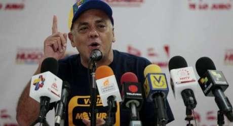 El representante del comando que apoya la candidatura de Nicolás Maduro exhortó a sus seguidores a apostarse en el palacio de Miraflores.