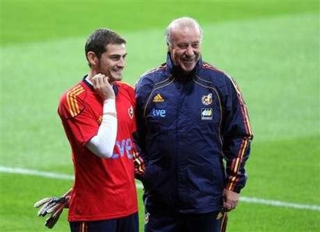 Casillas y Del Bosque, durante una concentración de España
