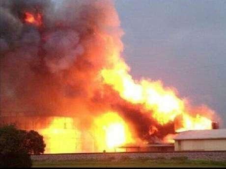 Explosión en fábrica de fertilizantes cercana a Waico, Texas deja al menos 60 muertos y cientos de heridos, según medios locales