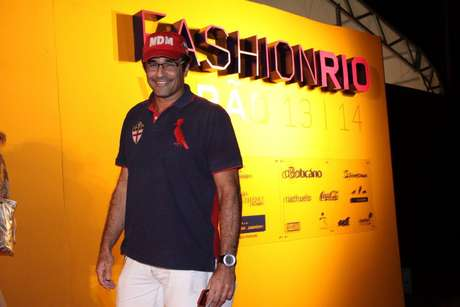 Pai de Sasha, Luciano Szafir compareceu ao Fashion Rio e falou bem do relacionamento de Xuxa e Junno Andrade
