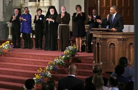 Obama discursa na catedral de Boston diante de duas mil pessoas