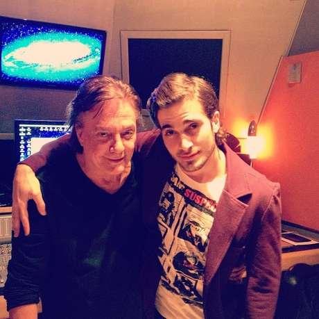 Fiuk postou uma foto da gravação no estúdio